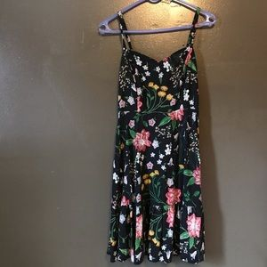 Old Navy floral dress in great condition size M!